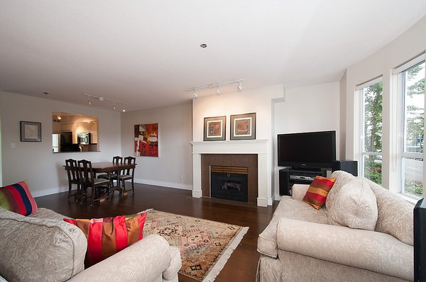 Main Photo: 202 3220 W 4TH Avenue in Vancouver: Kitsilano Condo for sale (Vancouver West)  : MLS®# V1032692