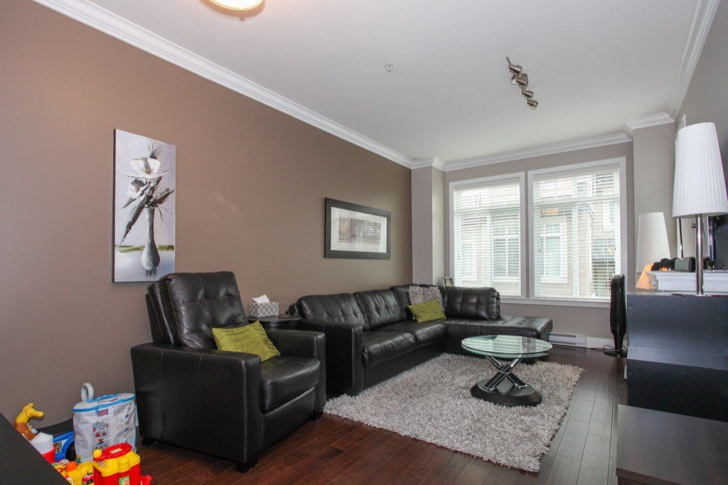 """Photo 4: Photos: 56 8250 209B Street in Langley: Willoughby Heights Townhouse for sale in """"OUTLOOK"""" : MLS®# R2118711"""