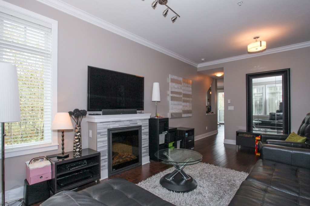 """Photo 7: Photos: 56 8250 209B Street in Langley: Willoughby Heights Townhouse for sale in """"OUTLOOK"""" : MLS®# R2118711"""