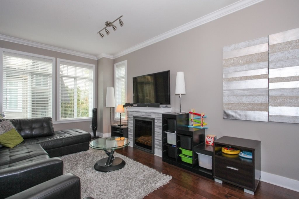 """Photo 5: Photos: 56 8250 209B Street in Langley: Willoughby Heights Townhouse for sale in """"OUTLOOK"""" : MLS®# R2118711"""