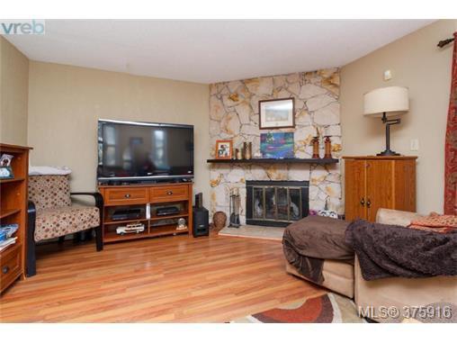 Photo 3: Photos: 547 Paradise St in VICTORIA: Es Esquimalt Half Duplex for sale (Esquimalt)  : MLS®# 754668