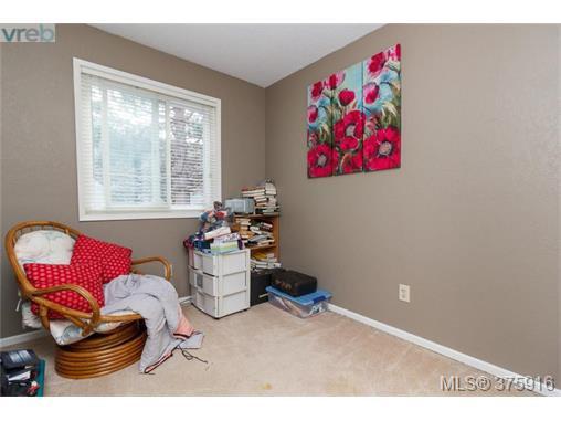 Photo 8: Photos: 547 Paradise St in VICTORIA: Es Esquimalt Half Duplex for sale (Esquimalt)  : MLS®# 754668