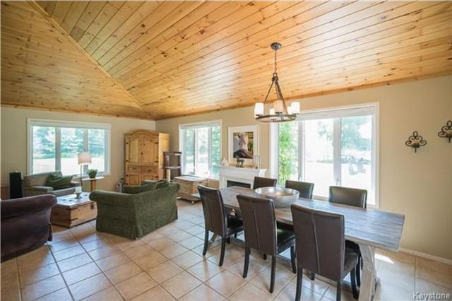 Photo 8: Photos: 28040 HILLSIDE Road in Springfield Rm: RM of Springfield Residential for sale (R04)  : MLS®# 1728163