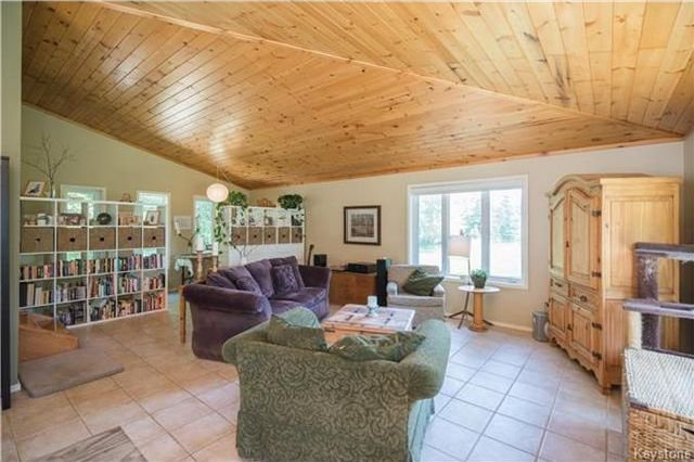 Photo 9: Photos: 28040 HILLSIDE Road in Springfield Rm: RM of Springfield Residential for sale (R04)  : MLS®# 1728163