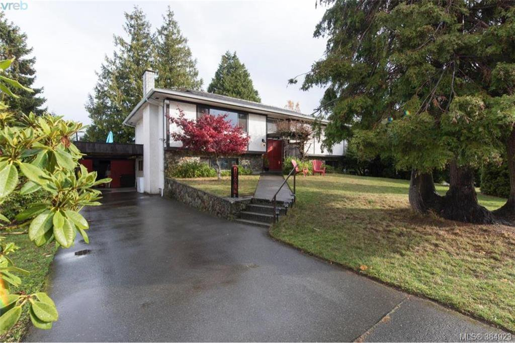 Main Photo: 1884 San Juan Ave in VICTORIA: SE Gordon Head Single Family Detached for sale (Saanich East)  : MLS®# 773740