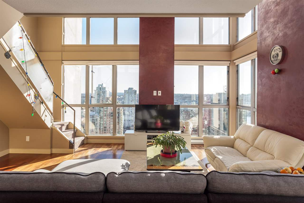 "Main Photo: 2401 1238 RICHARDS Street in Vancouver: Yaletown Condo for sale in ""METROPOLIS"" (Vancouver West)  : MLS®# R2249261"