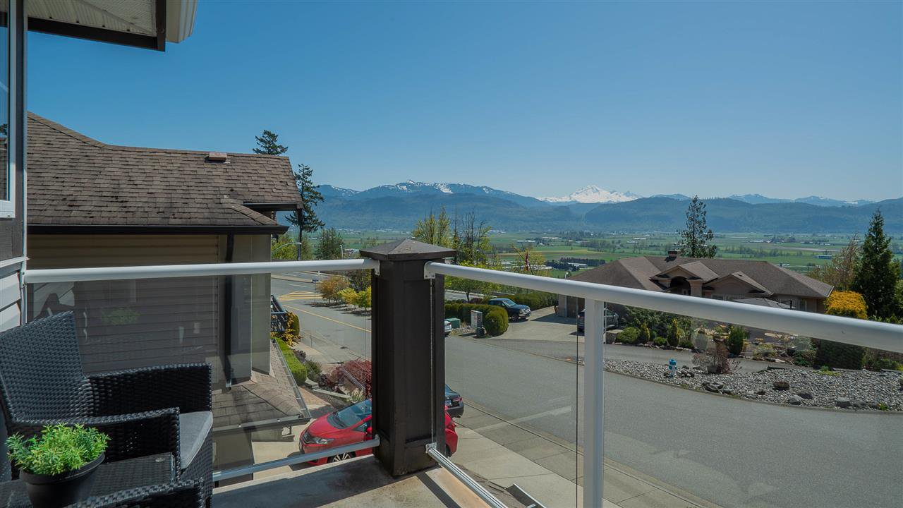 Photo 5: Photos: 36021 SPYGLASS Court in Abbotsford: Abbotsford East House for sale : MLS®# R2262604