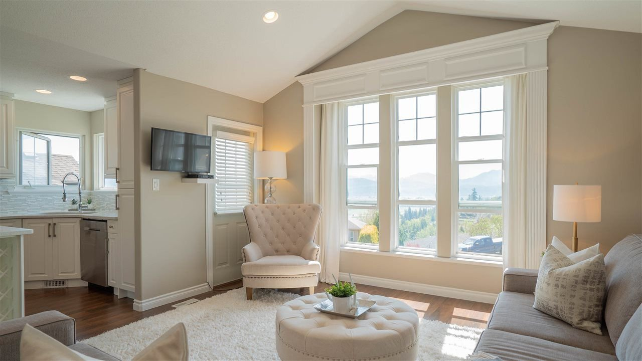 Photo 3: Photos: 36021 SPYGLASS Court in Abbotsford: Abbotsford East House for sale : MLS®# R2262604