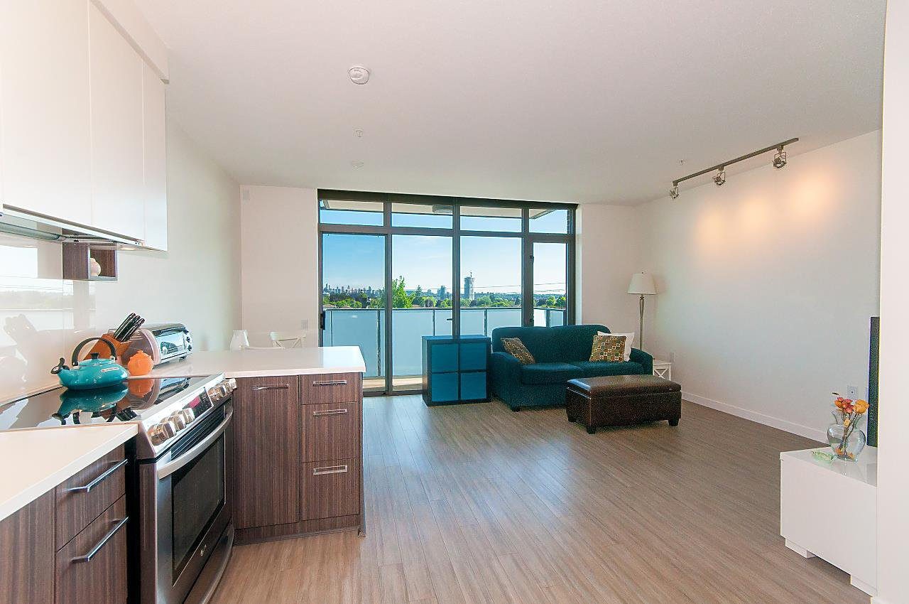 """Main Photo: 402 4310 HASTINGS Street in Burnaby: Willingdon Heights Condo for sale in """"UNION"""" (Burnaby North)  : MLS®# R2273183"""