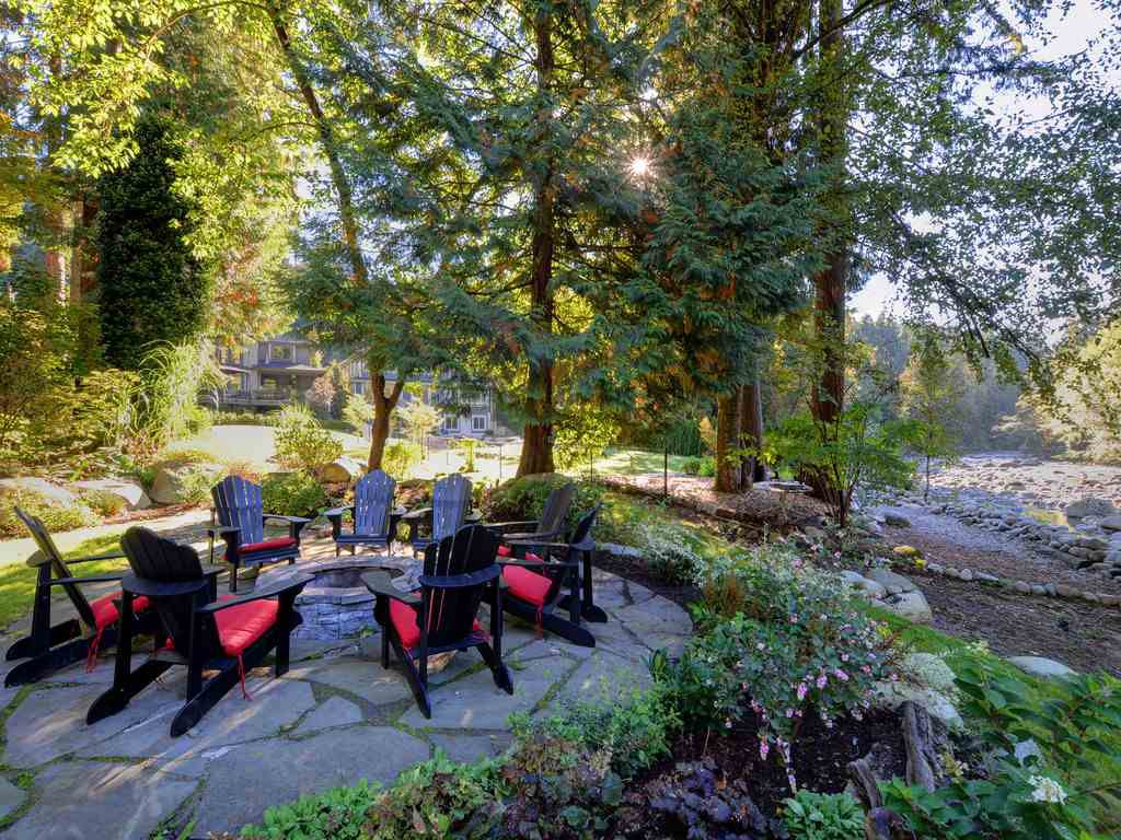 Photo 16: Photos: 1333 RIVERSIDE Drive in North Vancouver: Seymour NV House for sale : MLS®# R2312299