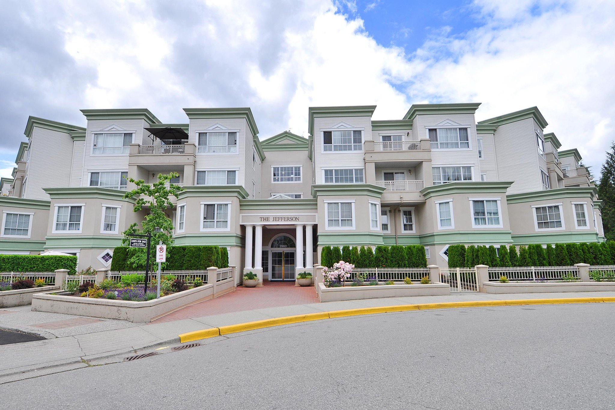 "Main Photo: 406 2960 PRINCESS Crescent in Coquitlam: Canyon Springs Condo for sale in ""THE JEFFERSON"" : MLS®# R2383661"