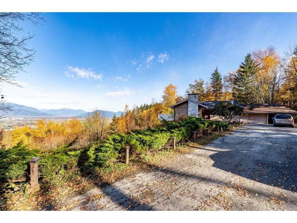 Main Photo: 46925 EXTROM Road in Sardis: Promontory House for sale : MLS®# R2415874