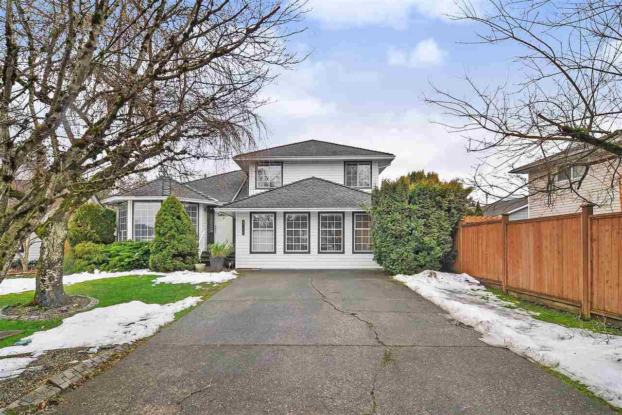 Main Photo: 9318 211 Street in Langley: Walnut Grove House for sale : MLS®# R2430579