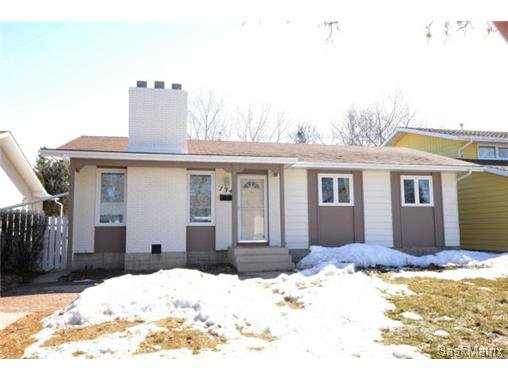 Main Photo: 134 FUHRMANN Crescent in Regina: Walsh Acres Single Family Dwelling for sale (Regina Area 01)  : MLS®# 493451