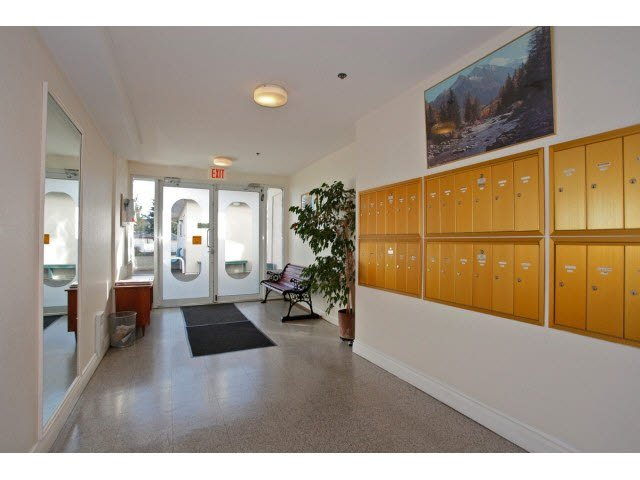 """Photo 16: Photos: 311 5955 177B Street in Surrey: Cloverdale BC Condo for sale in """"WINDSOR PLACE"""" (Cloverdale)  : MLS®# F1433073"""