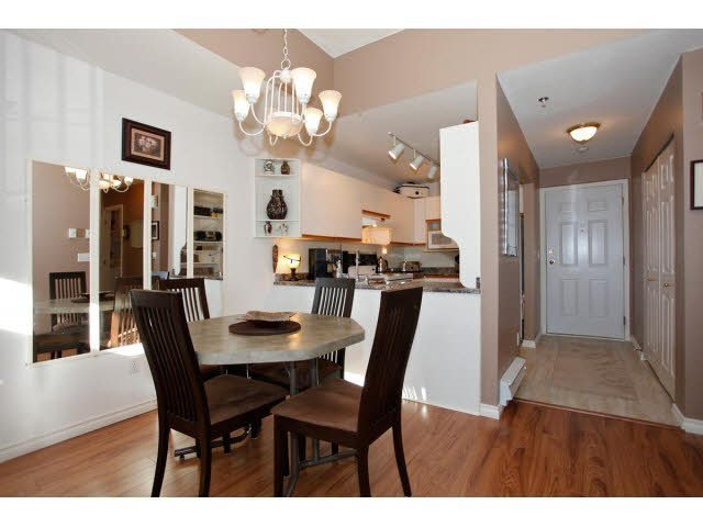 """Photo 6: Photos: 311 5955 177B Street in Surrey: Cloverdale BC Condo for sale in """"WINDSOR PLACE"""" (Cloverdale)  : MLS®# F1433073"""