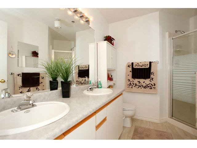 """Photo 13: Photos: 311 5955 177B Street in Surrey: Cloverdale BC Condo for sale in """"WINDSOR PLACE"""" (Cloverdale)  : MLS®# F1433073"""