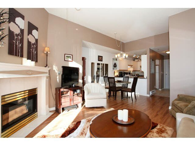 """Photo 5: Photos: 311 5955 177B Street in Surrey: Cloverdale BC Condo for sale in """"WINDSOR PLACE"""" (Cloverdale)  : MLS®# F1433073"""