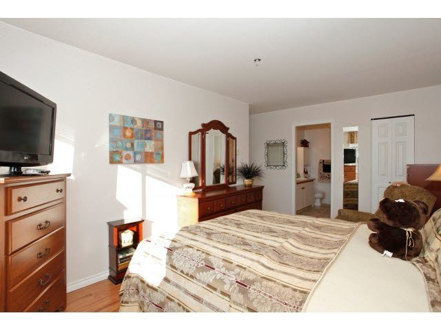 """Photo 12: Photos: 311 5955 177B Street in Surrey: Cloverdale BC Condo for sale in """"WINDSOR PLACE"""" (Cloverdale)  : MLS®# F1433073"""