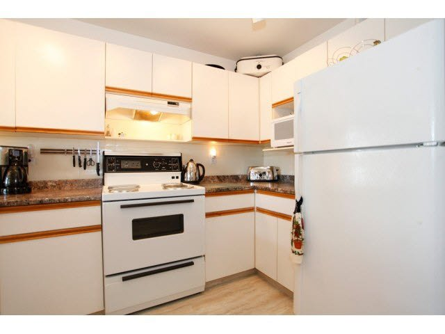 """Photo 9: Photos: 311 5955 177B Street in Surrey: Cloverdale BC Condo for sale in """"WINDSOR PLACE"""" (Cloverdale)  : MLS®# F1433073"""