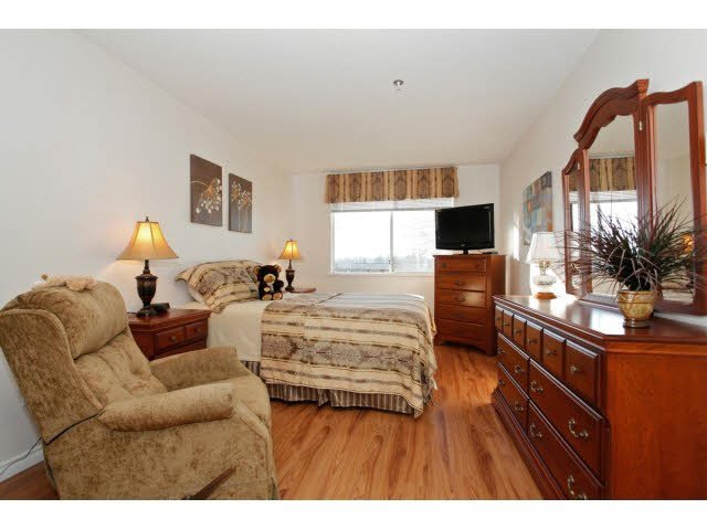 """Photo 11: Photos: 311 5955 177B Street in Surrey: Cloverdale BC Condo for sale in """"WINDSOR PLACE"""" (Cloverdale)  : MLS®# F1433073"""