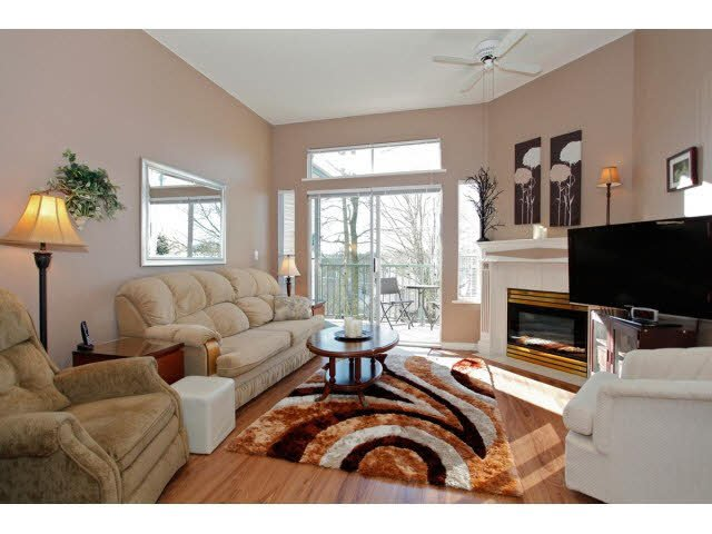 """Photo 3: Photos: 311 5955 177B Street in Surrey: Cloverdale BC Condo for sale in """"WINDSOR PLACE"""" (Cloverdale)  : MLS®# F1433073"""