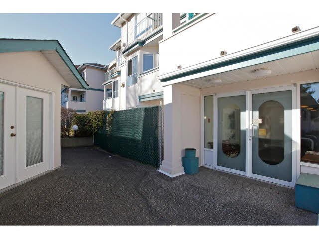 """Photo 2: Photos: 311 5955 177B Street in Surrey: Cloverdale BC Condo for sale in """"WINDSOR PLACE"""" (Cloverdale)  : MLS®# F1433073"""