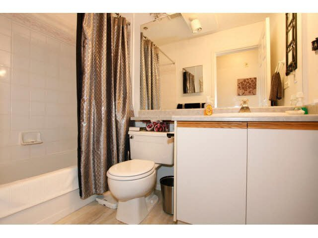 """Photo 15: Photos: 311 5955 177B Street in Surrey: Cloverdale BC Condo for sale in """"WINDSOR PLACE"""" (Cloverdale)  : MLS®# F1433073"""
