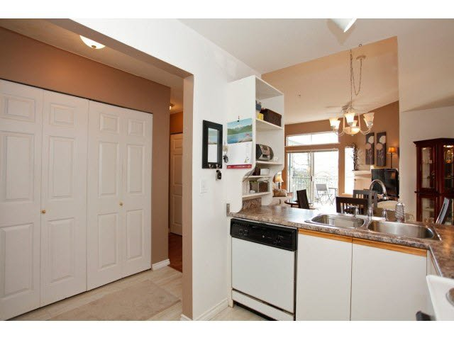 """Photo 10: Photos: 311 5955 177B Street in Surrey: Cloverdale BC Condo for sale in """"WINDSOR PLACE"""" (Cloverdale)  : MLS®# F1433073"""