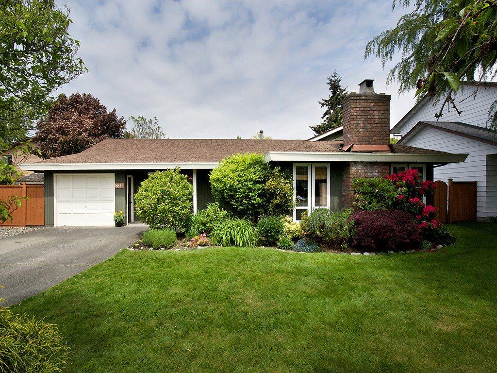 "Main Photo: 5645 51ST Avenue in Ladner: Hawthorne House for sale in ""HAWTHORNE"" : MLS®# V1122750"