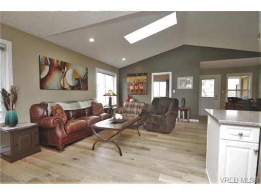 Photo 9: Photos: 201 6718 W Grant Rd in SOOKE: Sk Sooke Vill Core Half Duplex for sale (Sooke)  : MLS®# 724816