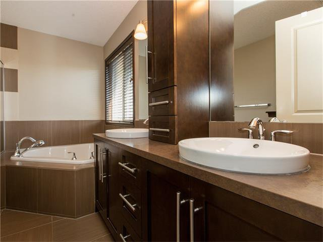 Photo 16: Photos:  in Calgary: House for sale : MLS®# C4064824