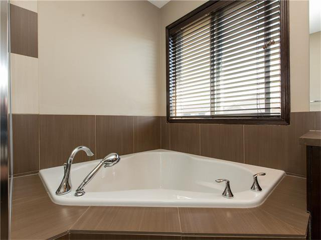 Photo 17: Photos:  in Calgary: House for sale : MLS®# C4064824