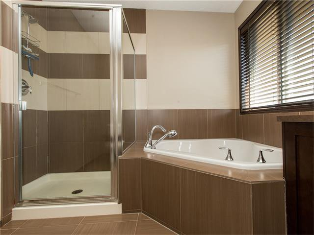 Photo 18: Photos:  in Calgary: House for sale : MLS®# C4064824