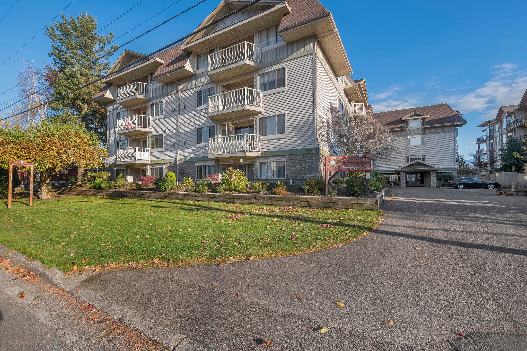 Photo 1: Photos: 305 9186 Edward Street in Chilliwack: Condo for sale : MLS®# R2218862