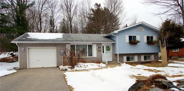 Main Photo: 22 Highland Gate Boulevard in Minden Hills: House (Sidesplit 3) for sale : MLS®# X4092318