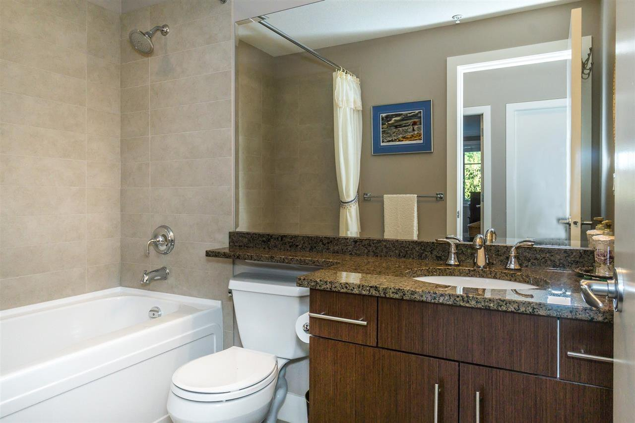 "Photo 11: Photos: 107 16447 64 Avenue in Surrey: Cloverdale BC Condo for sale in ""St. Andrews"" (Cloverdale)  : MLS®# R2302117"