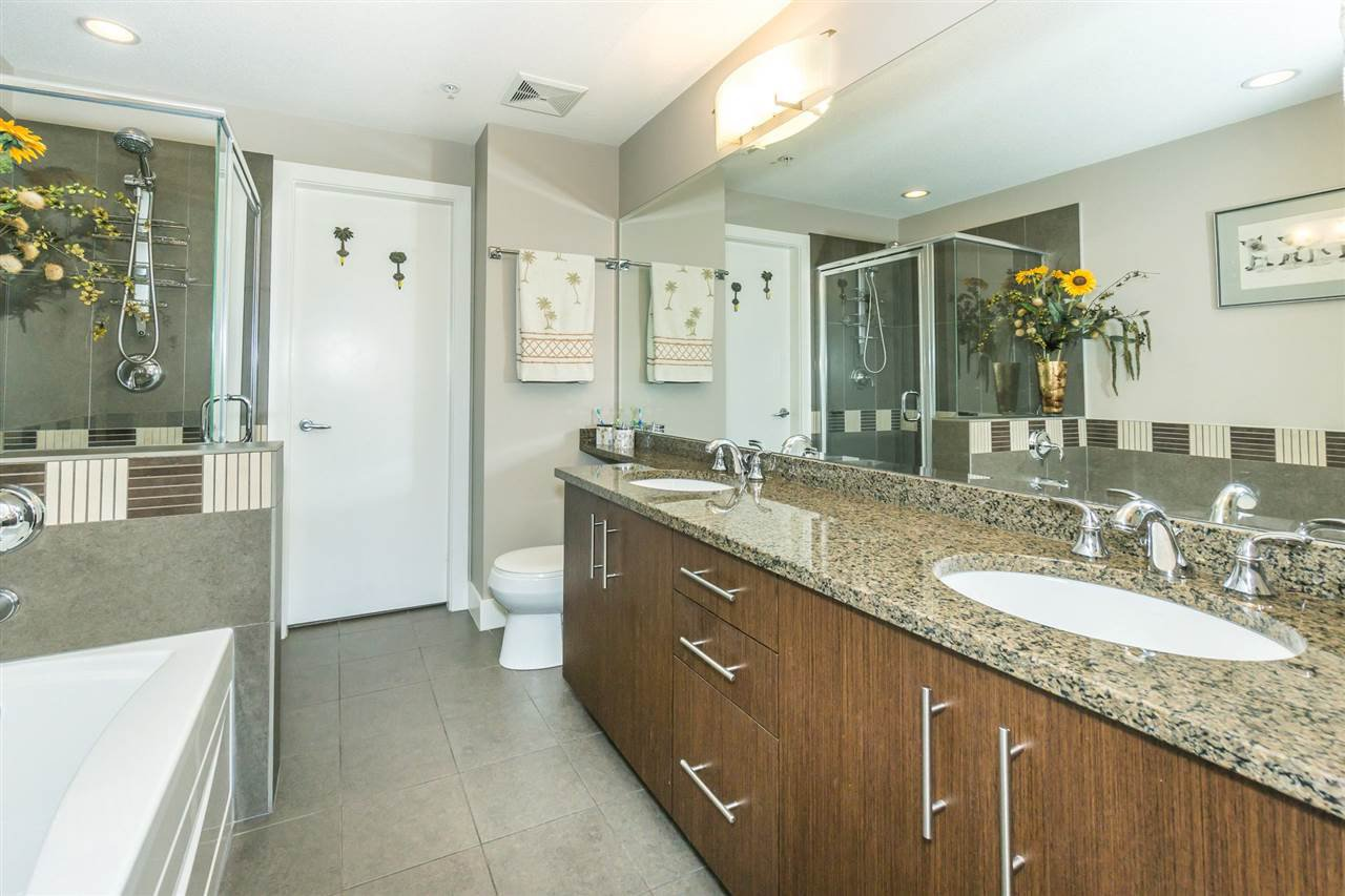 "Photo 13: Photos: 107 16447 64 Avenue in Surrey: Cloverdale BC Condo for sale in ""St. Andrews"" (Cloverdale)  : MLS®# R2302117"
