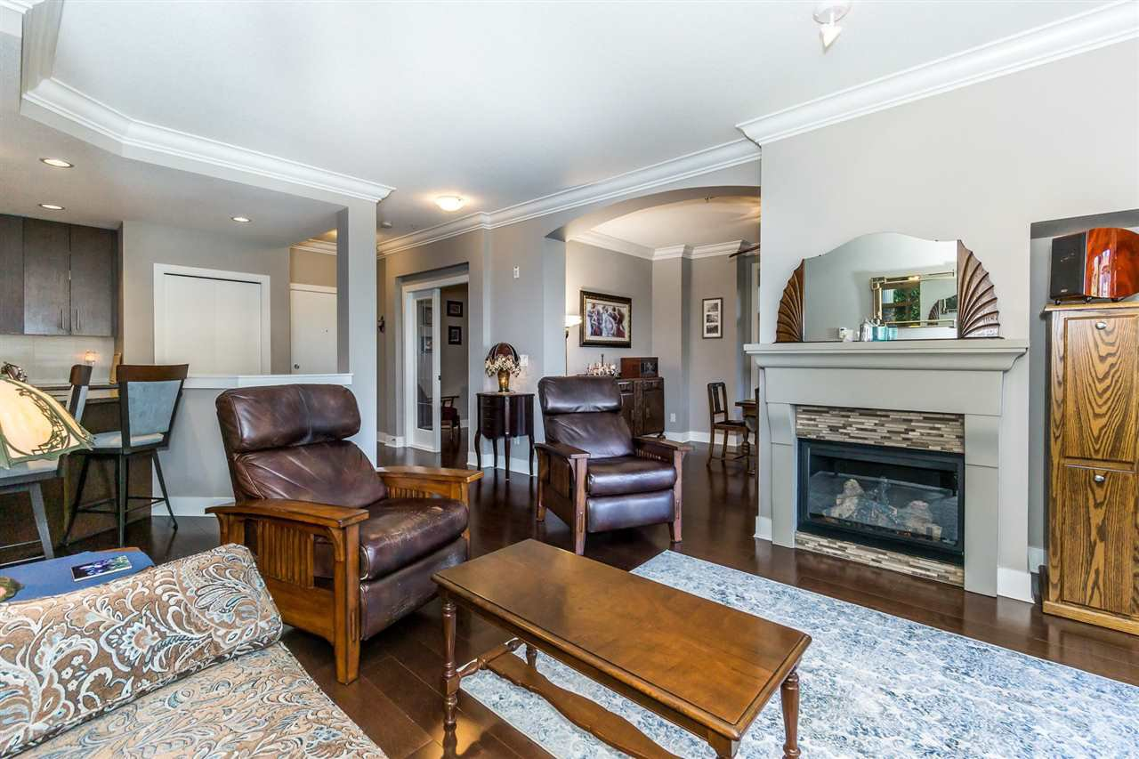 "Photo 3: Photos: 107 16447 64 Avenue in Surrey: Cloverdale BC Condo for sale in ""St. Andrews"" (Cloverdale)  : MLS®# R2302117"
