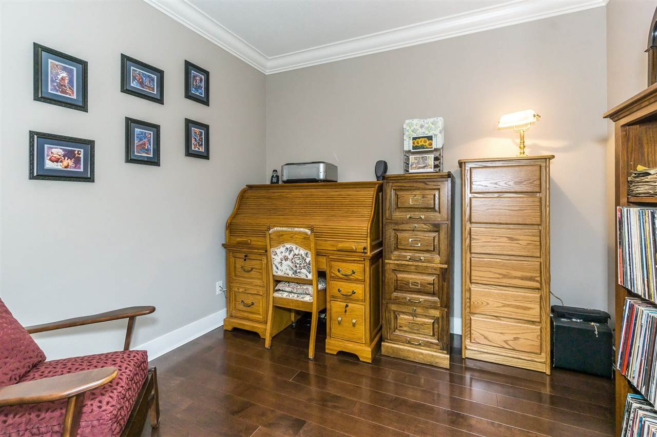 "Photo 10: Photos: 107 16447 64 Avenue in Surrey: Cloverdale BC Condo for sale in ""St. Andrews"" (Cloverdale)  : MLS®# R2302117"