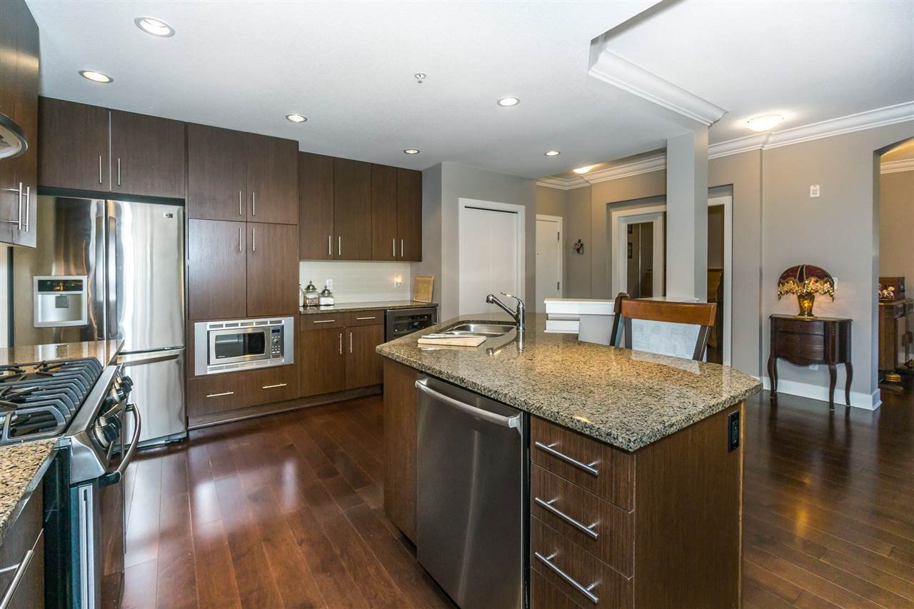 "Photo 4: Photos: 107 16447 64 Avenue in Surrey: Cloverdale BC Condo for sale in ""St. Andrews"" (Cloverdale)  : MLS®# R2302117"