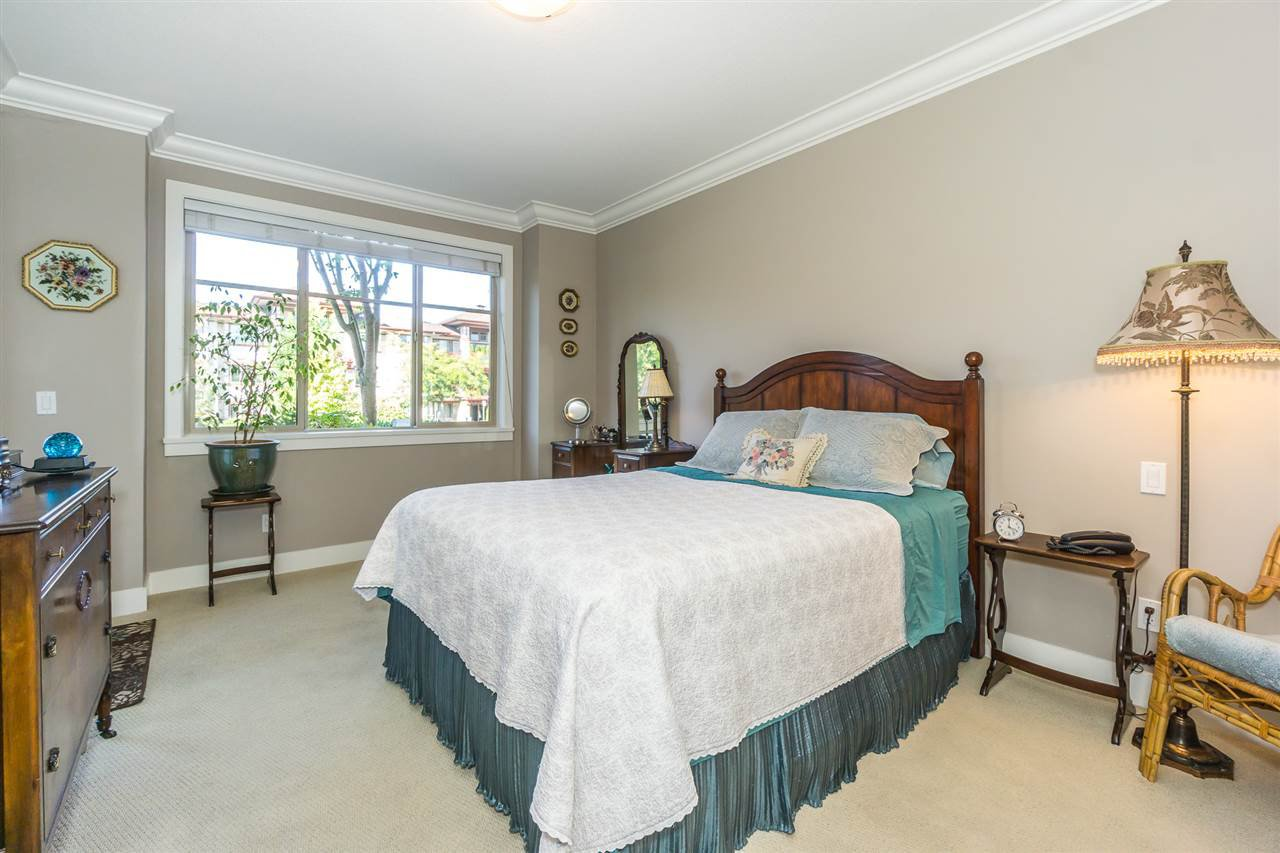 "Photo 12: Photos: 107 16447 64 Avenue in Surrey: Cloverdale BC Condo for sale in ""St. Andrews"" (Cloverdale)  : MLS®# R2302117"