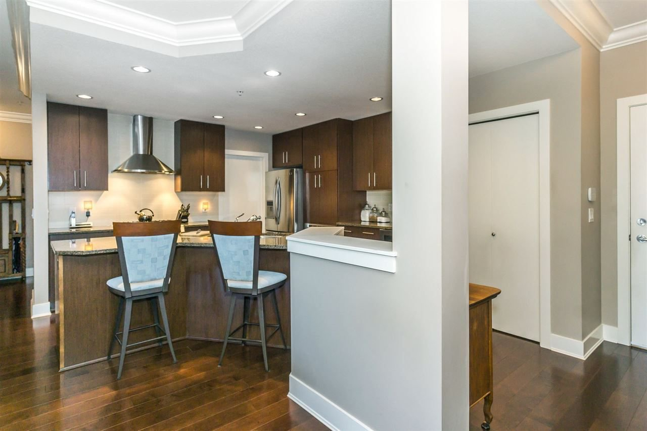 "Photo 7: Photos: 107 16447 64 Avenue in Surrey: Cloverdale BC Condo for sale in ""St. Andrews"" (Cloverdale)  : MLS®# R2302117"