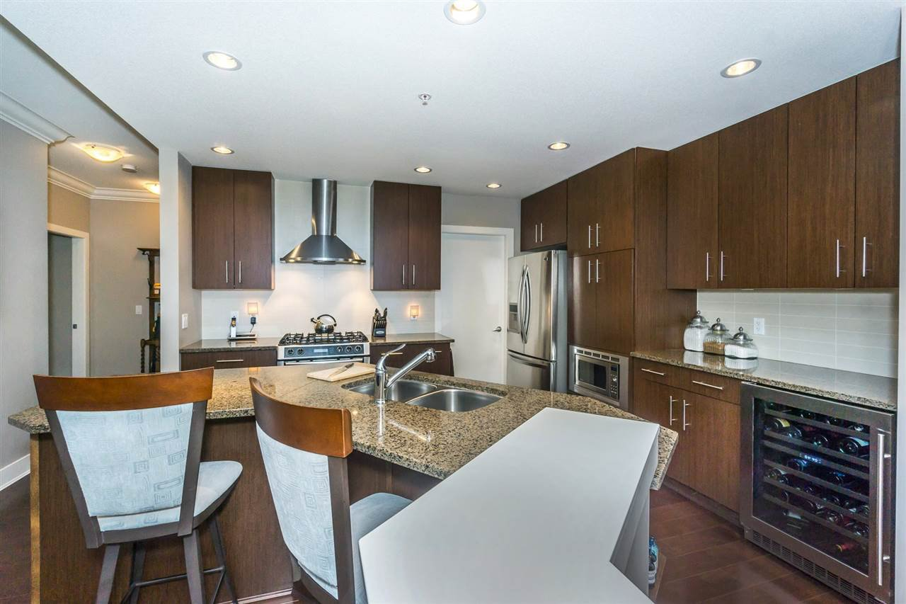 "Photo 5: Photos: 107 16447 64 Avenue in Surrey: Cloverdale BC Condo for sale in ""St. Andrews"" (Cloverdale)  : MLS®# R2302117"