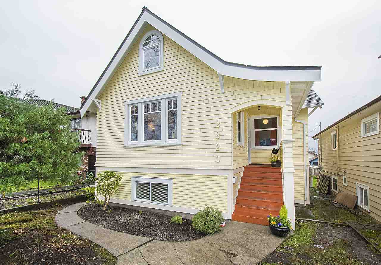 Main Photo: 2823 TRIUMPH Street in Vancouver: Hastings East House for sale (Vancouver East)  : MLS®# R2326271