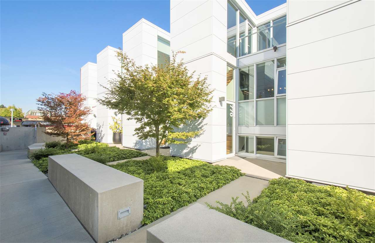 """Main Photo: 770 W 6TH Avenue in Vancouver: Fairview VW Townhouse for sale in """"Sixth + Steel"""" (Vancouver West)  : MLS®# R2367454"""