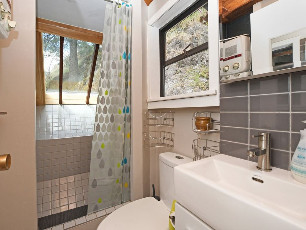 """Photo 9: Photos: 1 COSY Cove in North Vancouver: Indian Arm House for sale in """"Cosy COve"""" : MLS®# R2381296"""