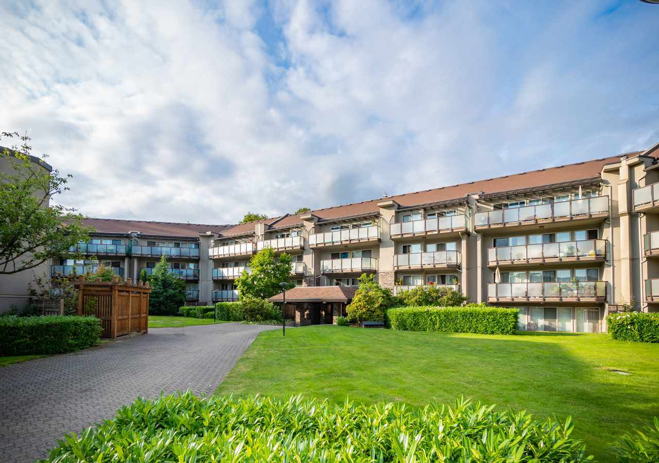 Main Photo: 120 4373 HALIFAX Street in Burnaby: Brentwood Park Condo for sale (Burnaby North)  : MLS®# R2385362