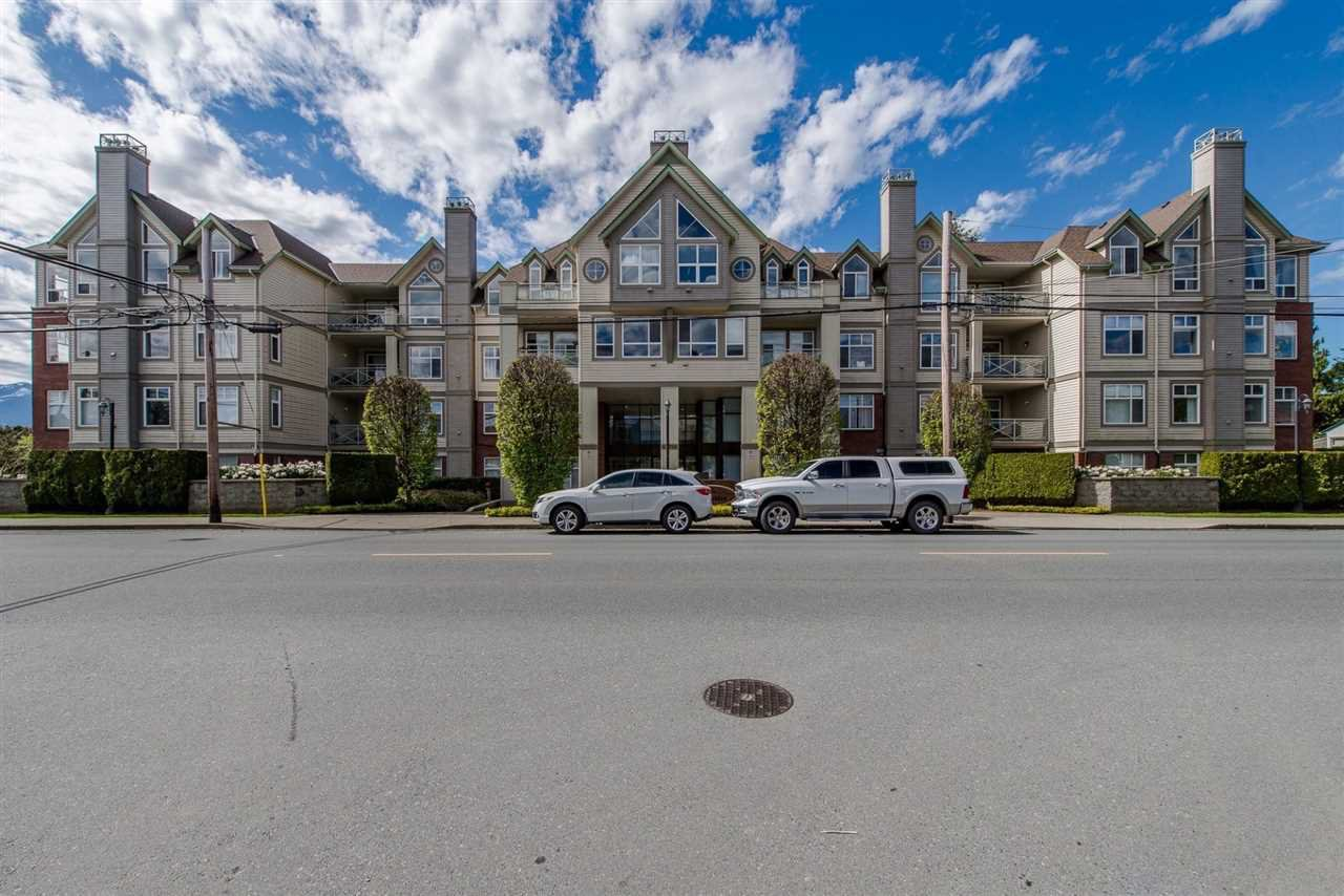 "Main Photo: 201 45700 WELLINGTON Avenue in Chilliwack: Chilliwack W Young-Well Condo for sale in ""The Devonshire"" : MLS®# R2386730"