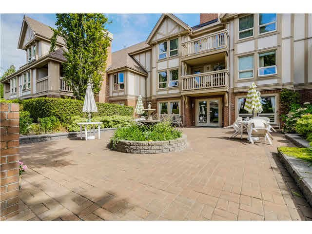 "Photo 10: Photos: 215 843 22ND Street in West Vancouver: Dundarave Condo for sale in ""Tudor Gardens"" : MLS®# R2073947"